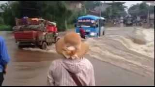 Trôi xe khách tại ngầm võ lao Lào cai