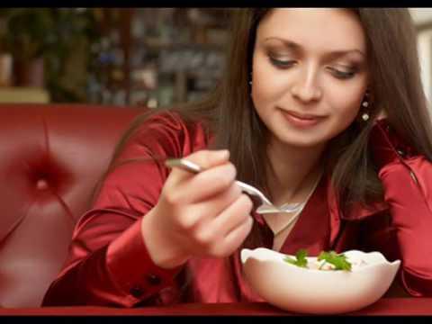 Dieta di carboidrati di grassi di scoiattolo nel cibo il tavolo