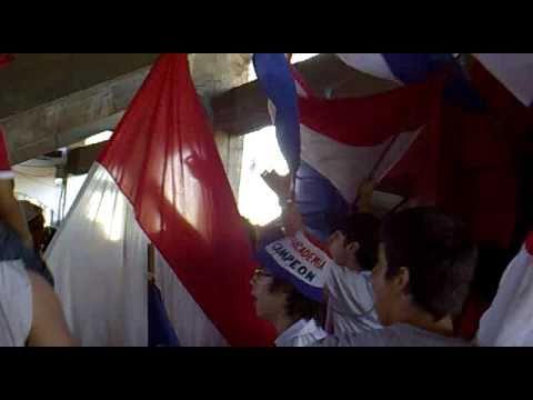 """""""Entrada de la GLORIOSA GARRA ALBA"""" Barra: Garra Alba • Club: Club Nacional Paraguay"""