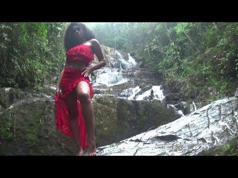 Byanca Guedes filha de Iansã a Negra mais Bonita de Juquitiba apresenta para vocês  a Cachoeira do Palomar .