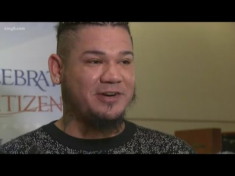 Mariners pitcher Felix Hernandez becomes U.S. citizen