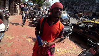 Avoid This Guy In India! // Crazy Beggar
