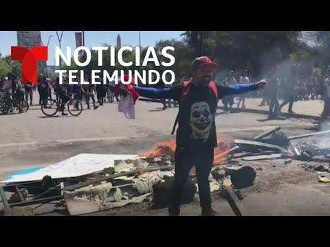 Miles de manifestantes en Chile vuelven a desafiar el estado de emergencia | Noticias Telemundo