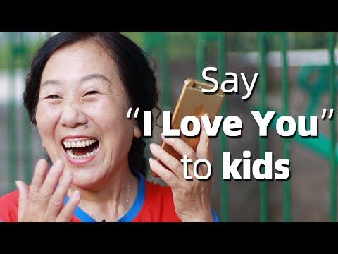 """当父母突然打电话对孩子说""""我爱你"""",孩子们的反应亮了 Surprise Calling Children to Say """"I Love You"""""""