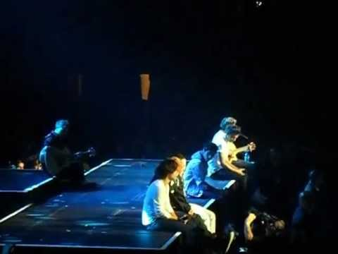 One Direction Little Things at Madison Square Garden 12/3/12 (видео)