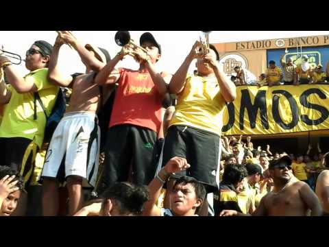 """""""La Murga de la Sur - Entrada de los trompetistas"""" Barra: Sur Oscura • Club: Barcelona Sporting Club"""