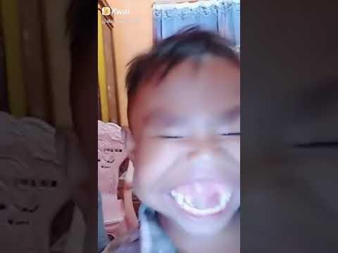 Alief ketawa ompong..