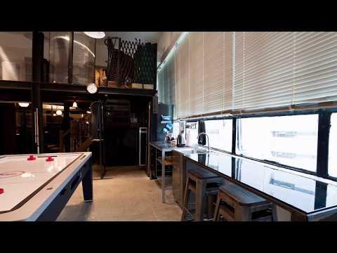 """火炭Party Room: 工業風的高格調設計,帶出舒適和""""Second Home""""的感覺。"""