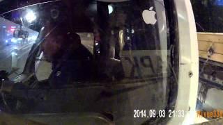 Смотреть онлайн Водитель эвакуатора не пропустил трамвай