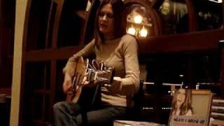 Juliana Hatfield Book signing and performance Kansas City 12-5-08