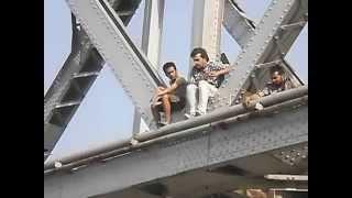 Ravi kishan jumping from Kursela Bridge Katihar - YouTube