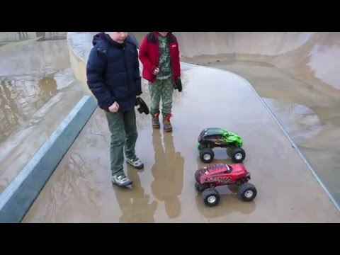RC TRAXXAS SKULLY VS TRAXXAS CRANIAC AT BATH SKATE PARK BASHING HD