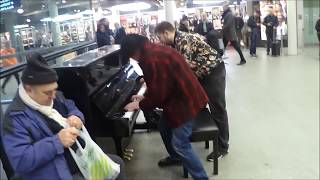 Passing Dude Learns Boogie Woogie Piano ON THE SPOT