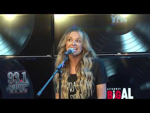 """Carly Pearce Performs """"Hide The Wine"""""""