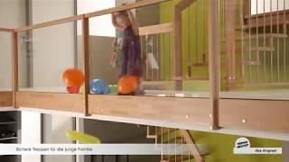 Familien mit kleinen Kindern richten ihr Augenmerkmal auf ausreichend Sicherheit auf Treppen. Kinderschutztüren können mühelos an Treppen an- und demontiert werden. Auch ein tiefer Handlauf für die Kinds verspricht zusätzlichen Festhaltekomfort.
