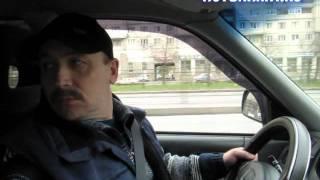 Действия с педалями во время остановки машины