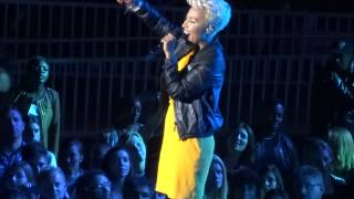 Emili Sande - I Wish I Knew How it Would Feel To Be Free live at the O2 Arena 29 Sept 2013