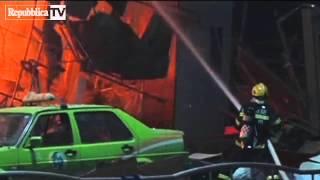 Cina: esplosione in centro commerciale, al...