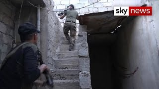Battle for Mosul: Snipers, car bombs and trapped families