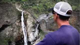 preview picture of video 'Raw Travel - Busing Through Ecuador'