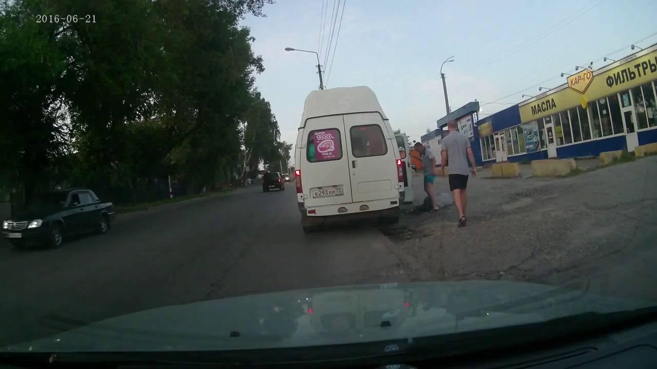 Избиение пьяного пассажира маршрутки на улице Урицкого в Ульяновске