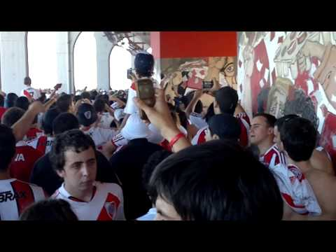 """No veo la Hora Que llegue el domingo"" Barra: Los Borrachos del Tablón • Club: River Plate • País: Argentina"