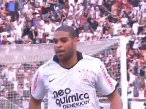 O primeiro e já imortalizado gol de Adriano no Corinthians