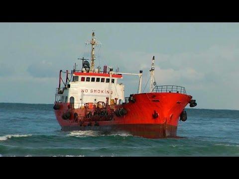 По факту аварии танкера «Надежда» на Сахалине заведено уголовное дело