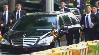 米朝首脳会談大きな飛行機と走るボディガード