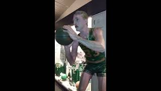 🏀 Larry Bird Statue Springfield Mass NBA Basketball Hall of Fame