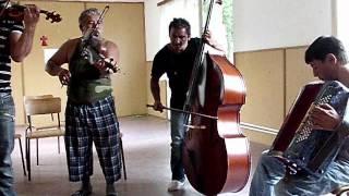 Romská lidová muzika Tanvald -  tel: 722 077 637