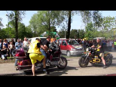 Burnout met Goldwings op het Treffen Holland 2010 - exploderende banden