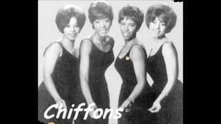 The Chiffons - I Have A Boyfriend (Laurie Records - 1963)