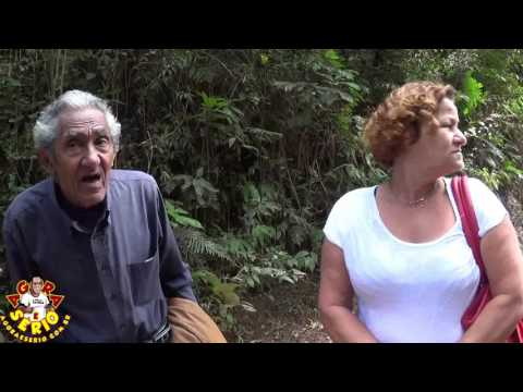 Sr Maximiliano de 77 anos e a Dona Dolores tem que andar 6 Km na Estrada de Itatuba por falta de Transporte do Busão Poerinha em São Lourenço da Serra
