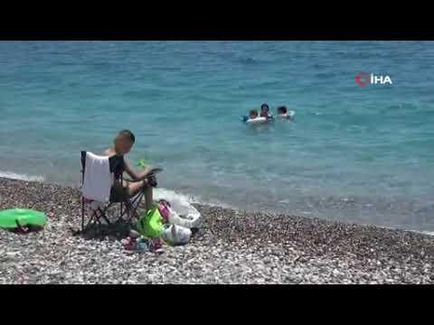Yerli ve yabancı turistler sahile akın etti