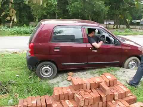Suzuki Alto 800 Stuck in a tiny hole -  What happens when you have no traction control & tiny wheels