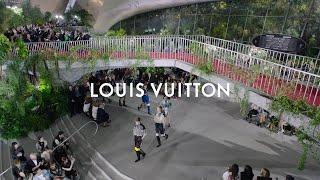 Louis Vuitton продемонстрировал новую коллекцию Resort 2020 в нью-йоркском аэропорту имени Джона Кеннеди