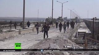 Подальше от камер, поближе к фронту: военные США попали в объективы RT у передовой в Сирии