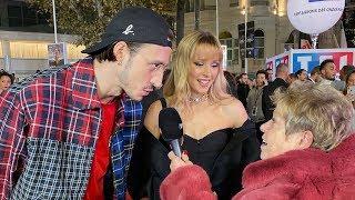 Cette année, Danielle s'est occupée d'animer le tapis rouge des NRJ Music Awards. Et autant vous dire qu'avec son magnifique manteau rouge à 49,50€ elle a fait forte impression!