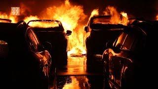 Auto's branden uit bij autobedrijf in Waverveen