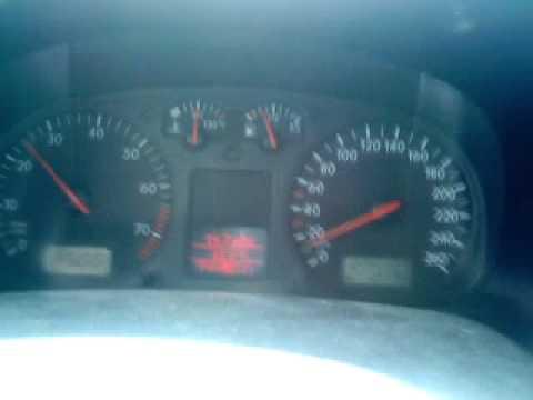 Der Aufwand des Benzins auf 100 km die Gazelle last- 402