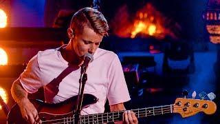 K's Choice raakt iedereen met een gevoelige versie van 'Catch Me When I Fall' | Liefde Voor Muziek