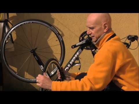 Riparazione foratura bicicletta e verifica integrità pneumatico