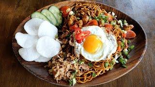 인도네시아 전통음식 미고렝 볶음면 / indonesian style fried egg chicken noodle – mi goreng