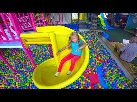 Ярослава в Развлекательном Центре для Детей! Indoor Playground for kids Play Center! видео