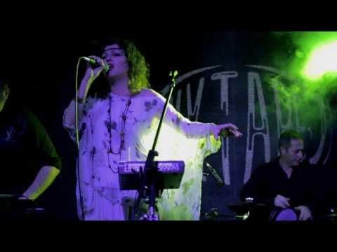 Белонога изпълнява премиерно Шопски йенге от новия си албум