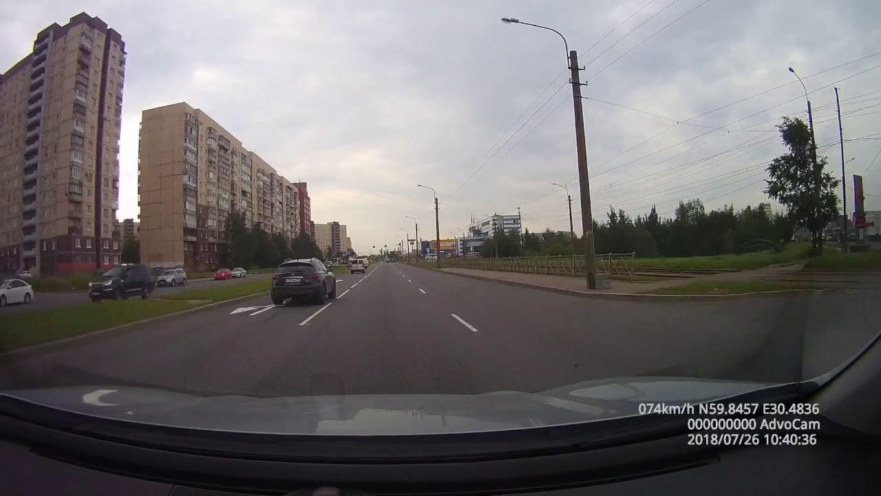Водитель Infiniti скрылся с места ДТП в Санкт-Петербурге