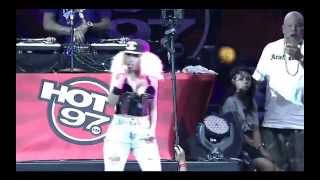2Chainz Feat. Nicki Minaj - I Luv Dem Strippers/Beez in the Trap (Live Hot 97 Summer Jam) (2013)