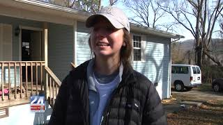 UA Students Team Up with Habitat for Humanity to Help Local Residents
