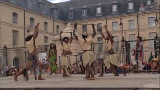 La parade finale du groupe Sagotro à Dijon  Fêtes de la vigne 2016
